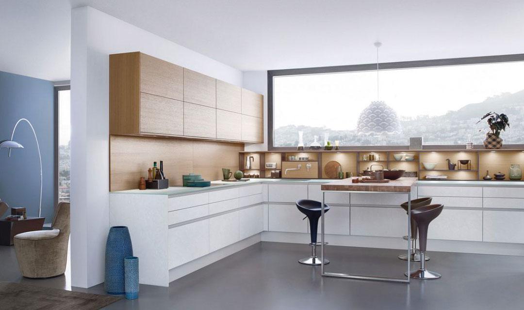 Le style et l'apparence d'une cuisine LEICHT sont empreints d'une esthétique intemporelle, d'un design moderne et de matériaux authentiques. Ils sont mis en oeuvre de manière convaincante dans la façade en béton « Concrete » qui est couronnée de succès. Le matériau, les jeux de couleurs et la structure de surface parlent la langue de l'architecture moderne. Ils ont été sélectionnés pour une clientèle exigeante qui montre une préférence croissante pour les façades laquées mat et qui trouve ici une alternative intéressante. En peu de temps, la façade « Concrete » est devenue chez LEICHT un modèle à succès bénéficiant d'une grande approbation chez les consommateurs finaux. Ce produit innovant a, lui aussi, contribué à l'obtention de la distinction « Most Innovative Brand 2015 ».